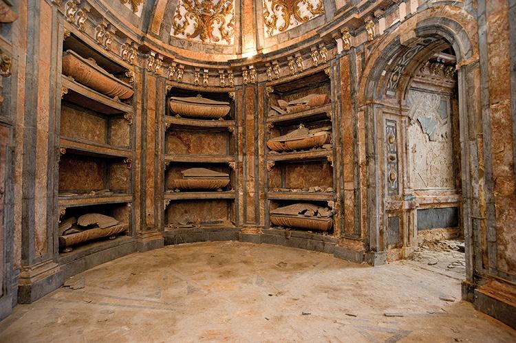 Panteón de los Duques del Infantado, destruido por los franceses en 1808, fotografía de Jesús Ropero