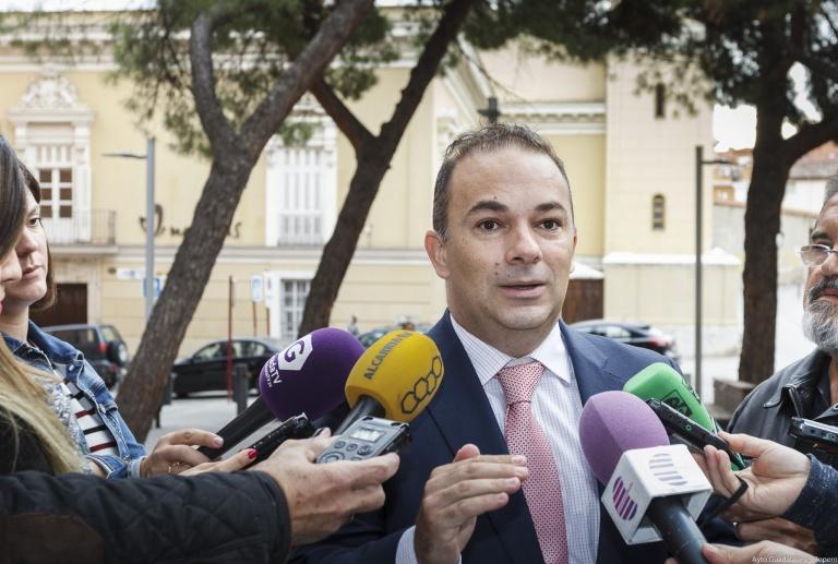 Carnicero pide a Rojo que «defienda los ahorros de los ayuntamientos»