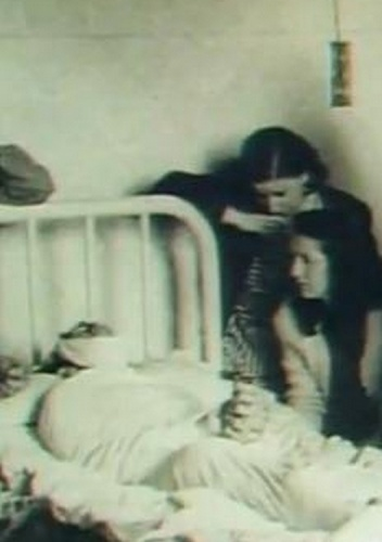 Lupe Sino, junto a Manolete, tras su muerte