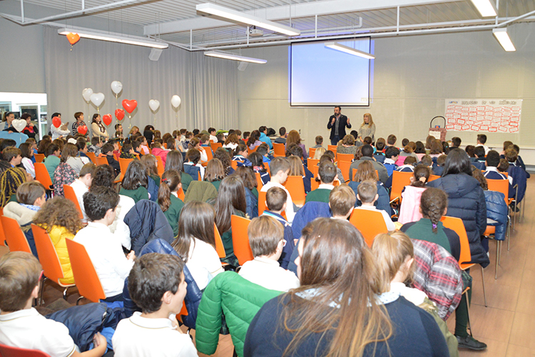 Un momento del acto. Fotografías: Álvaro Díaz Villamil / Ayuntamiento de Azuqueca