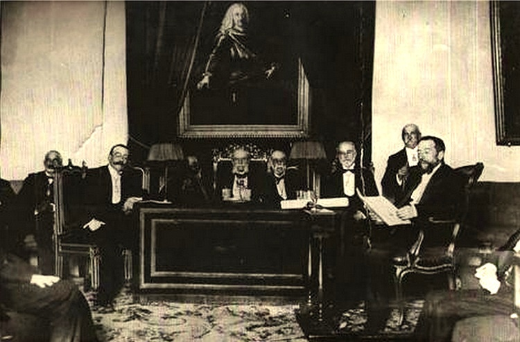 Juan Catalina García (Izq.) durante la recepción como académico de la Historia de Manuel Pérez Villamil (Drcha).