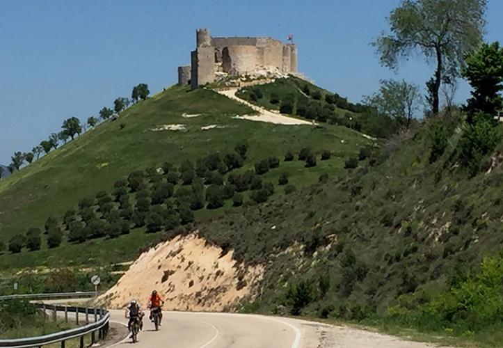 Subiendo junto al castillo del Cid en Jadraque