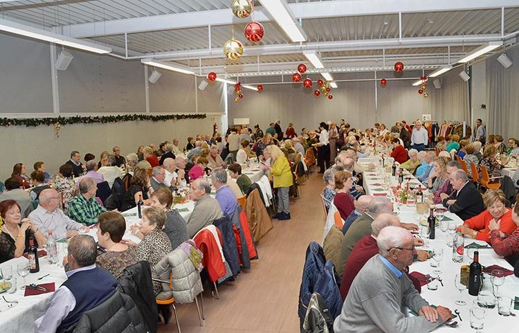 Vista de la comida de las fiesta de Navidad celebrada en el Centro de Ocio. Fotografía: Álvaro Díaz Villamil / Ayuntamiento de Azuqueca