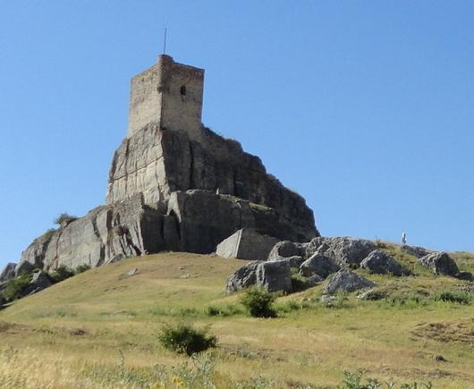 Como alcaides del castillo de Atienza,llegaron a la villa los Bravo de Laguna