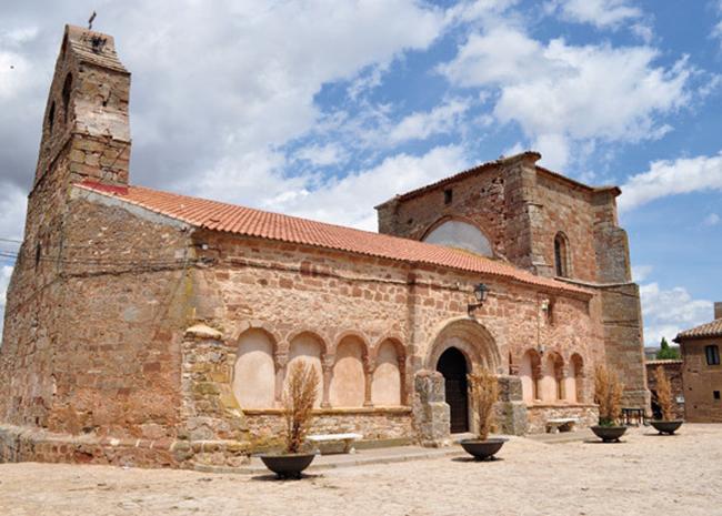 Iglesia de San Andrés, en Romanillos de Atienza, localidad en la que doña Luisa Bravo legó propiedades a los franciscanos de Atienza
