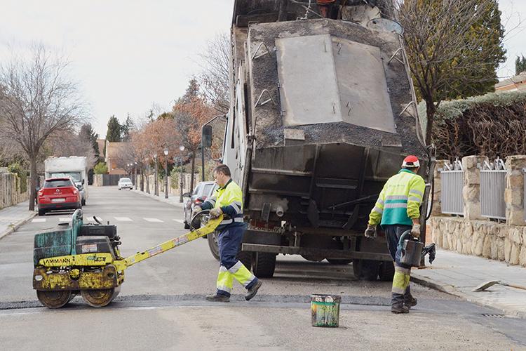 Operarios trabajando en la calle Goya. Fotografía: Álvaro Díaz Villamil/ Ayuntamiento de Azuqueca de Henares