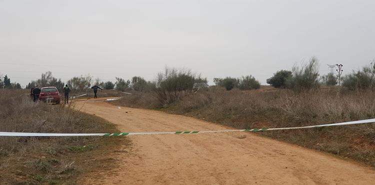 La Guardia Civil tiene acordonado el lugar donde apareció el cuerpo de la joven