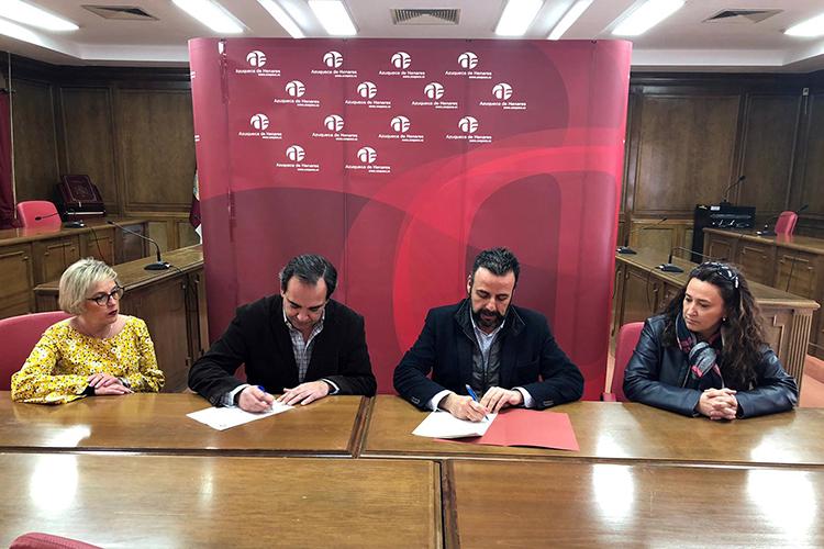 Momento de la firma del convenio. Fotografía: Ayuntamiento de Azuqueca