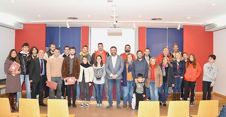 Foto de grupo de la firma de convenios. Foto: Álvaro Díaz Villamil / Ayuntamiento de Azuqueca