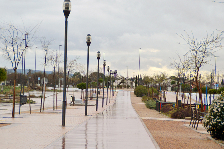 El bulevar del Deporte será una de las calles en las que se apagará la iluminación el día 30 de marzo, entre las 20:30 y las 21:30 horas. Fotografía: Álvaro Díaz Villamil/ Ayuntamiento de Azuqueca