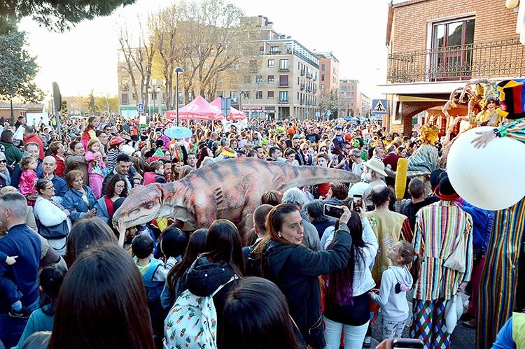 Un momento del desfile de disfraces. Fotografía: Álvaro Díaz Villamil / Ayuntamiento de Azuqueca