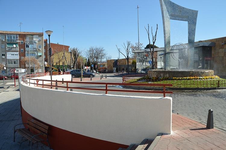 Vista del acceso principal a la estación de tren. Fotografía: Álvaro Díaz villamil / Ayuntamiento de Azuqueca