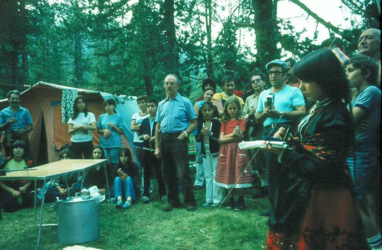 Acto de entrega de la Medalla de Bronce de la Provincia a Juan Domènech en el Valle de Arán en 1981. (Foto: Ángel de Juan)