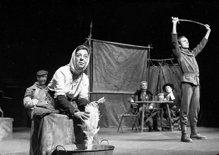 Amelia de la Torre en La Madre Coraje, de Beltort Brecht