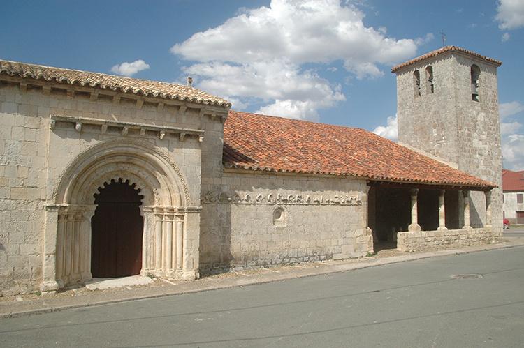 Templo románico de San Bartolomé (s. XIII), en la localidad de Campisábalos.