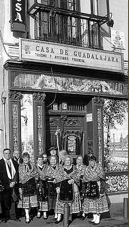Julián Gil Montero fue uno de los fundadores de la Casa de Guadalajara en Madrid, donde desarrolló una intensa actividad