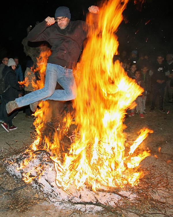 Las Hogueras de la Purísima volvieron a arder en la noche horchana