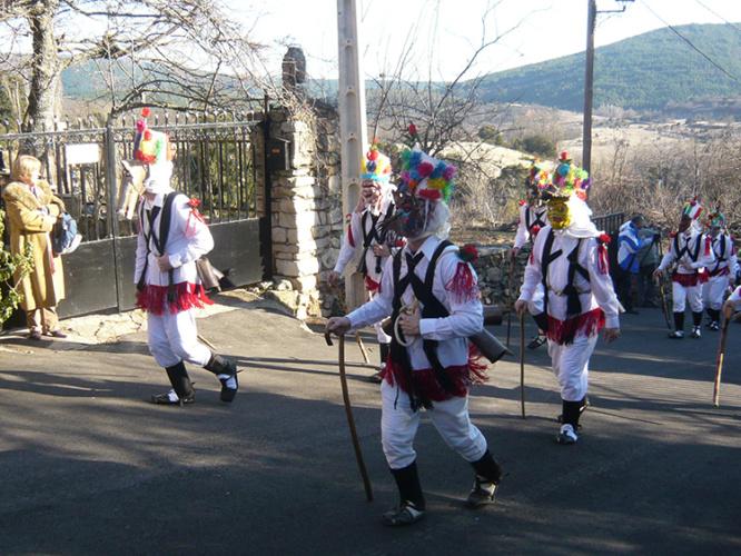 La vestimenta de las botargas y mascaritas es uno de los atractivos de esta celebración.