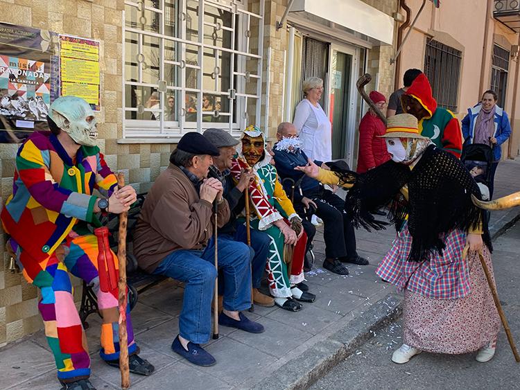 Botargas, vaquillones y mascaritas de la provincia de Guadalajara se dan cita en Albalate de Zorita