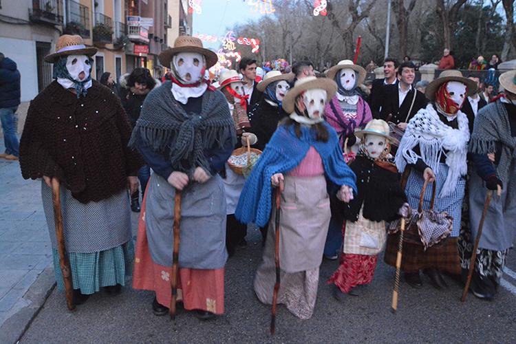 Desfile de botargas, mascaritas y vaquillones en el carnaval de Guadalajara