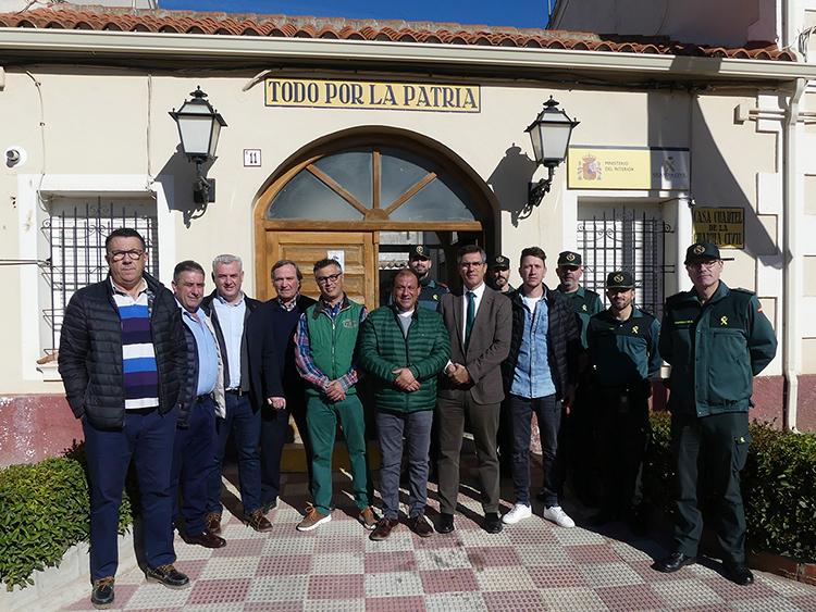 Canales visita el cuartel de la Guardia Civil de Mondéjar y se reúne con los alcaldes de la demarcación