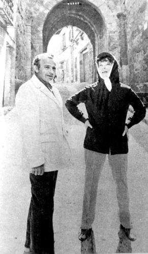 Katharine Hepburn y el director de la cinta, Michael Cacoyannis, el día de su primera visita a Atienza