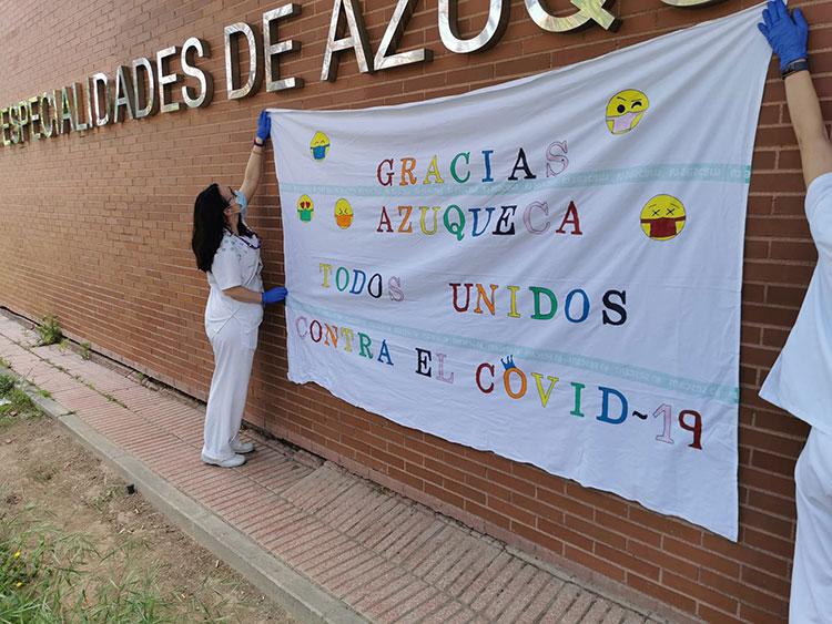 Pancarta colocada por sanitarios en el CEDT de Azuqueca. Fotografía: Ayuntamiento de Azuqueca