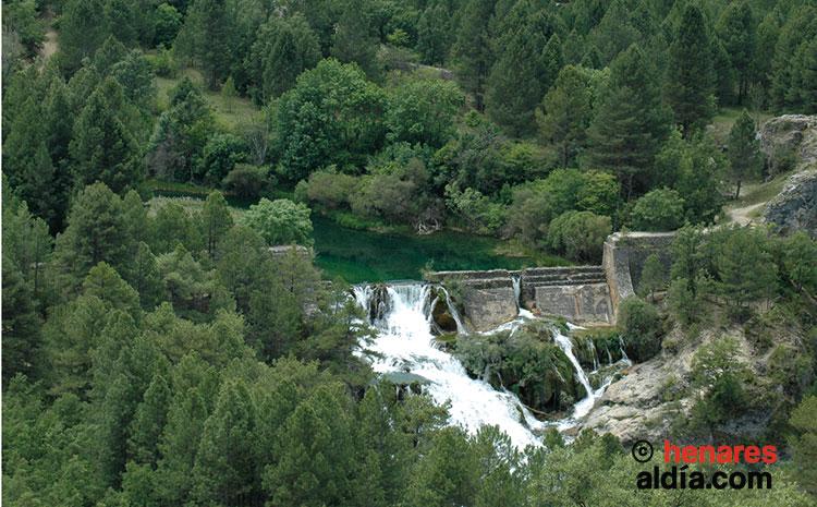 Salto de Poveda, uno de los puntos más interesantes y espectaculares del Alto Tajo.