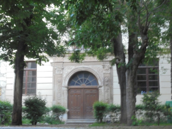 Acceso al antiguo convento de la Piedad, del que mutilaron su iglesia conventual