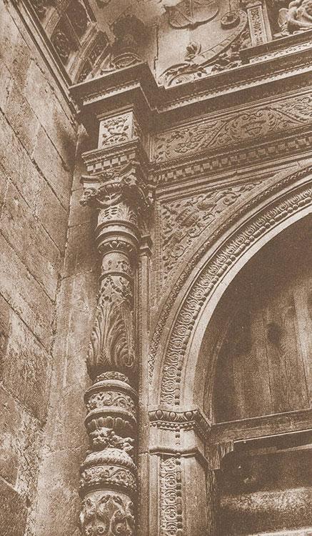 Detalle de la portada de la iglesia de la Piedad, por F. Layna Serrano