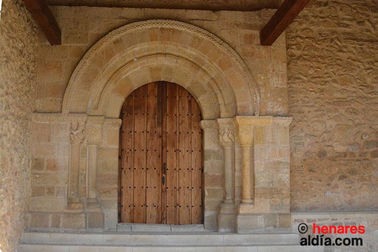 Portada de la iglesia románica de Labros (s. XII), en el Señorío de Molina.