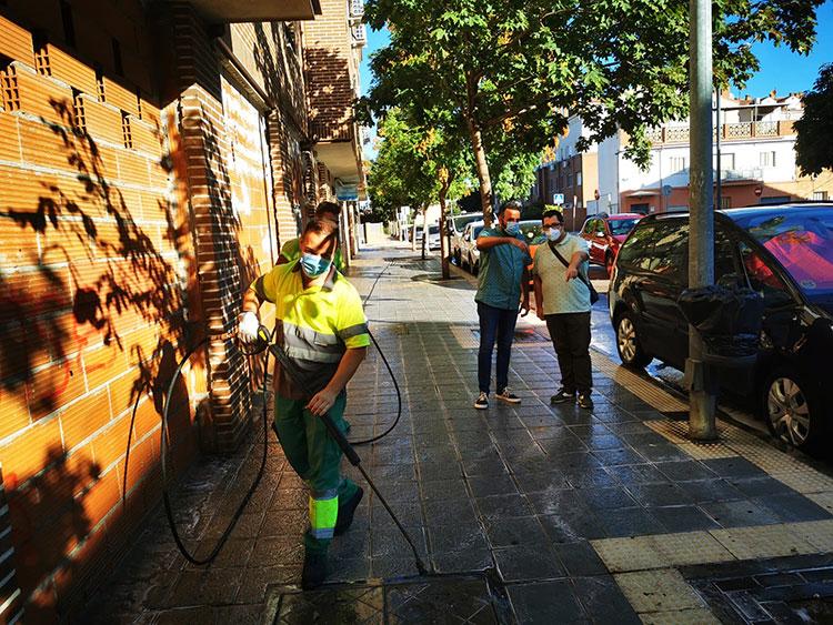 El Plan Especial de Limpieza de Azuqueca llega a la calle río Sorbe