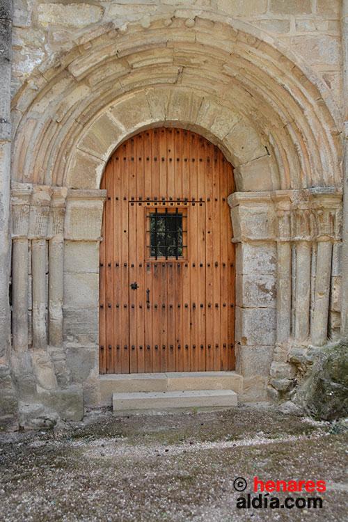 Puerta románica de acceso