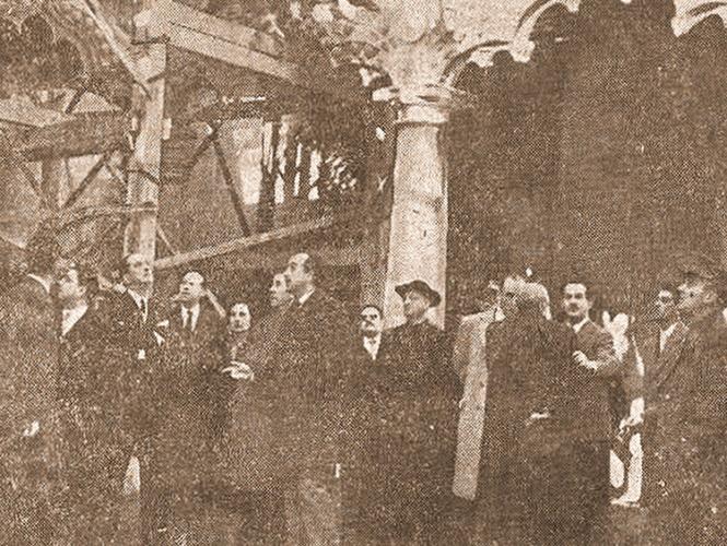 Juana Quilez -5ª por la izquierda-, en la visita al palacio del Infantado, en los previos a su reconstrucción