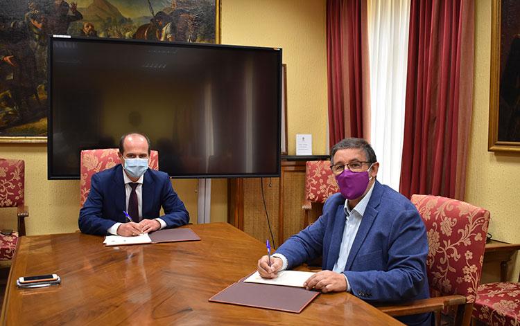 El Ayuntamiento y «Gentes de Guadalajara» firman un acuerdo de colaboración por valor de 22.000 euros