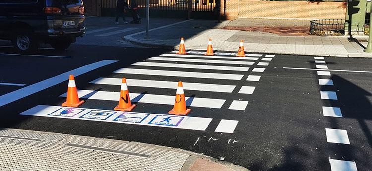 El ayuntamiento de Azuqueca procede al repintado de pasos de peatones