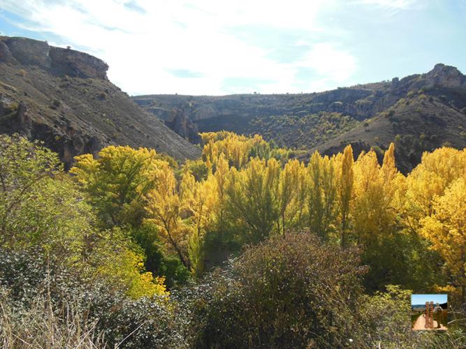 Caminando por el cañón del río Dulce, entre los pueblos de Aragosa y Pelegrina.