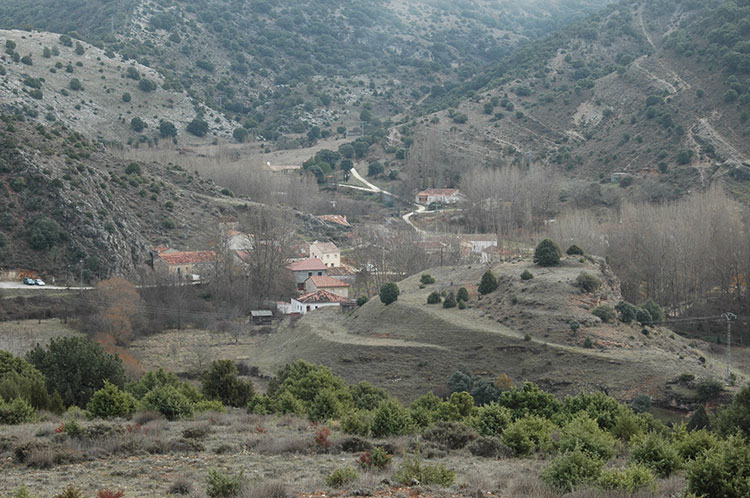 Vista general de La Cabrera, en el cañón del Parque Natural del Río Dulce.