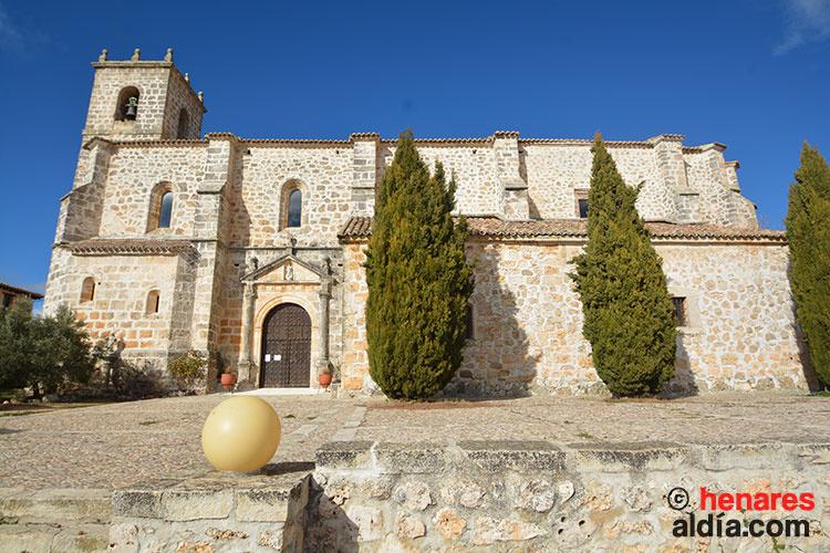 Imponente iglesia parroquial de El Olivar, erigida en el siglo XVI.