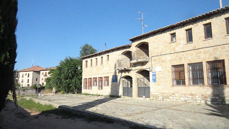 Sobre la muralla tenía doña Ana las casas en las que ideó levantar su hospital