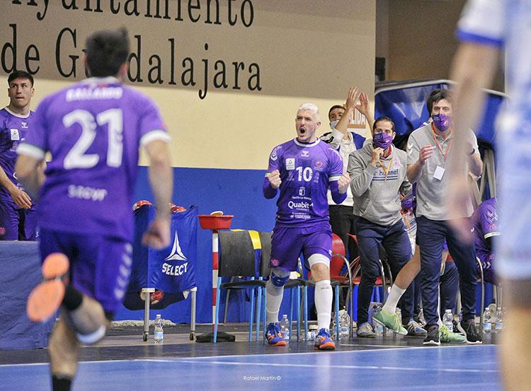 El Santamaría recibe hoy al Bada Huesca en el choque aplazado