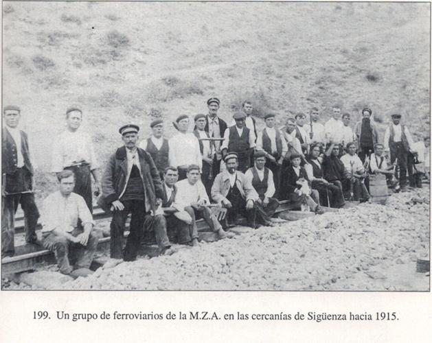 Ferroviarios de Sigüenza (Del libro Sigüenza. Imágenes para el recuerdo. Pág. 195.-1). (Fotografías: cortesía de Enrique Alejandre Torija)