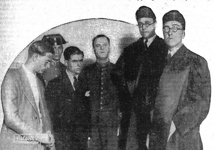 Agustín Barrena (segundo por la derecha), con los acusados del crimen de la encajera