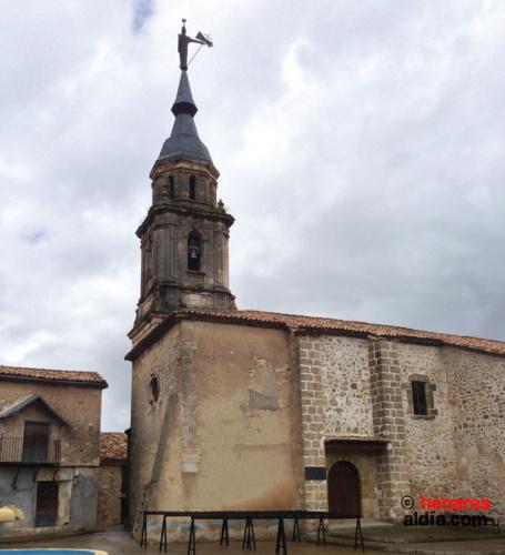 """El """"Mambrú"""" situado en la veleta de la iglesia de Arbeteta."""