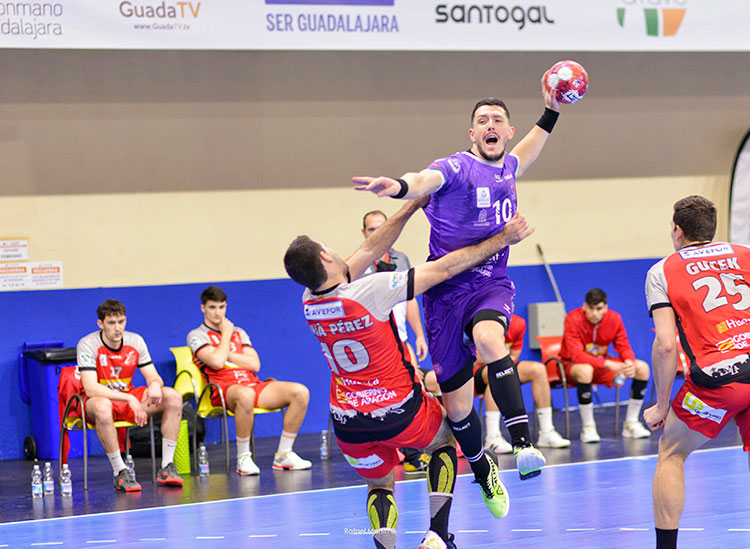 El Quabit BM Guadalajara pierde por la mínima contra el Bada Huesca (30-31)