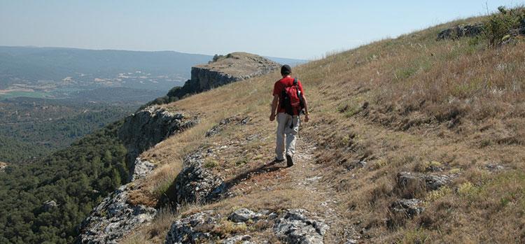 Recorriendo el borde de la meseta en las Tetas de Viana, en plena Alcarria.