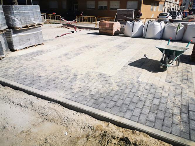Obras en el pavimento del Bulevar de Las Acacias. Fotografía Ayuntamiento de Azuqueca