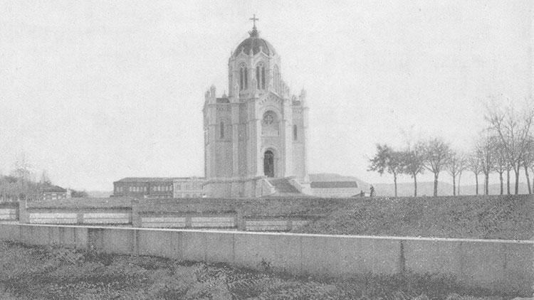 El panteón de la Duquesa se convirtió, desde la finalización de las obras, en un nuevo emblema para Guadalajara