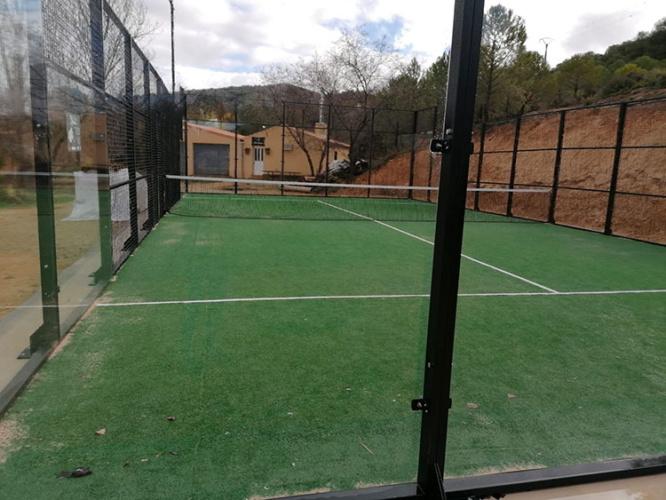 Proyecto de pista deportiva ejecutado en Huetos