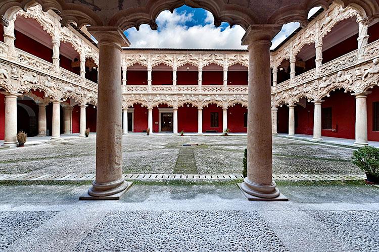 Patio de los Leones del Palacio del Infantado en Guadalajara